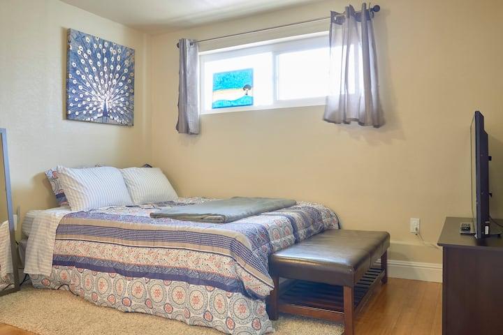 Clean & Cozy Private Room/Bath Near BART (1.4 mi)