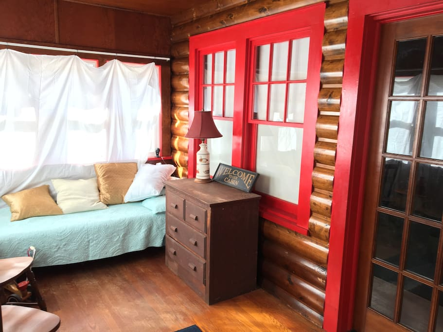 Enclosed front porch with 2 single beds