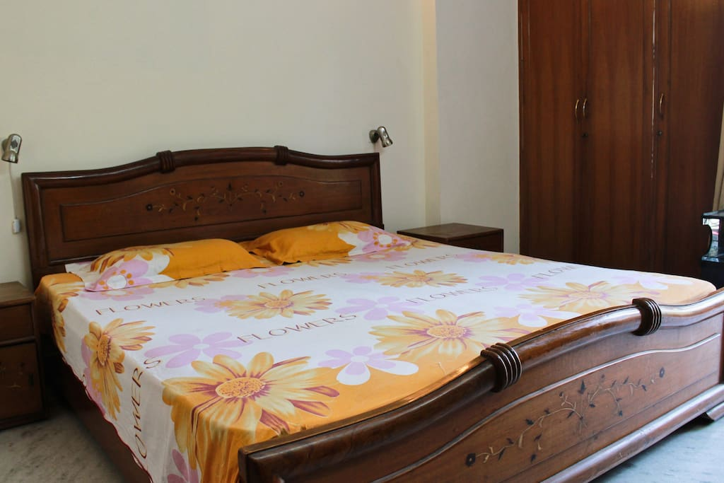 Best bed and breakfast room delhi chambres d 39 h tes for How to buy a bed and breakfast