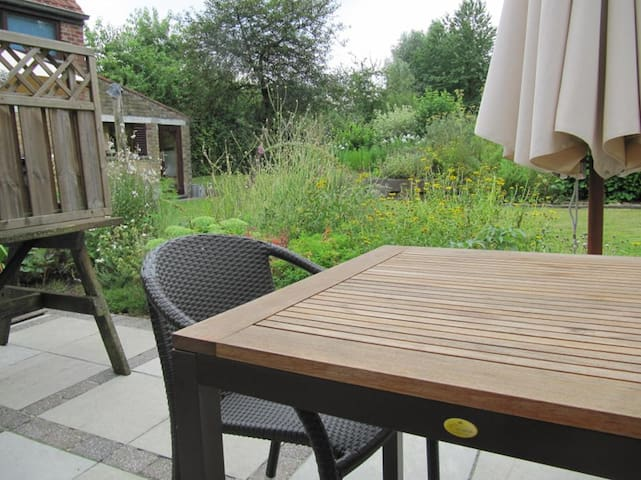 EXCEPTIONALLY BEAUTIFEL GREEN YOUR TERRACE