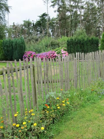 EXCEPTIONALLY BEAUTIFEL GREEN PEACEFUL GARDEN.  Almost yours