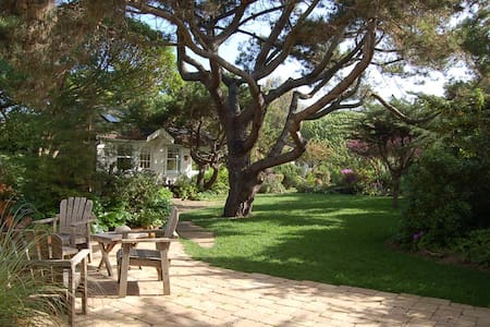 COASTSIDE GARDEN COTTAGE - Half Moon Bay