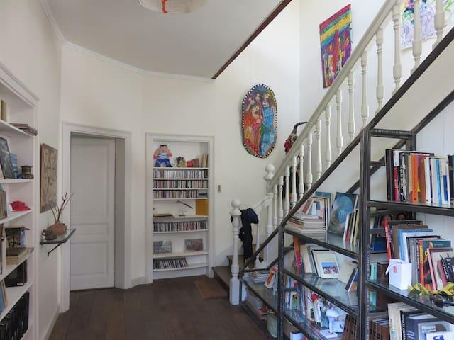 Studio dans maison de caractère au centre ville.