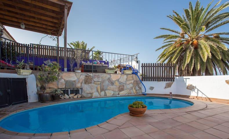 Chalet con bonitas vistas y piscina - Telde - Rumah