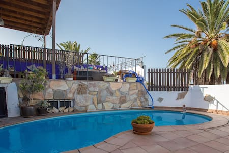 Chalet con bonitas vistas y piscina - Telde - Hus