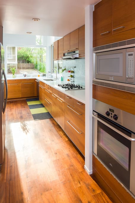 Modern with mid century accents houses for rent in atlanta for Aki kitchen cabinets