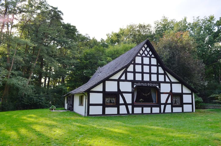 Lovely old-fashioned countryhouse - Hemsloh - Hus