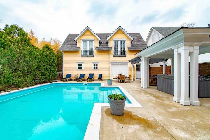 Short North Carriage House Salt Water Pool Hot Tub Guesthouses