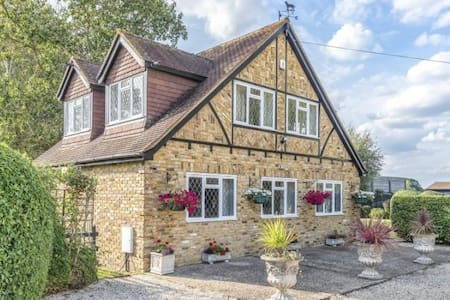 Charming private house in the heart of Berkshire.