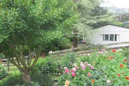 Bellbird Cottage, Duvauchelle, near Akaroa - Duvauchelle