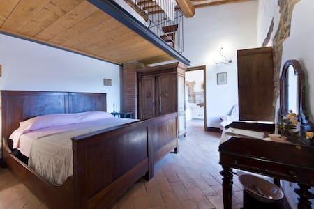 Camera dei Contadini - il Casalino - Pari - B&B