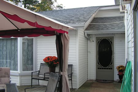 Utica Guest House - Port Perry