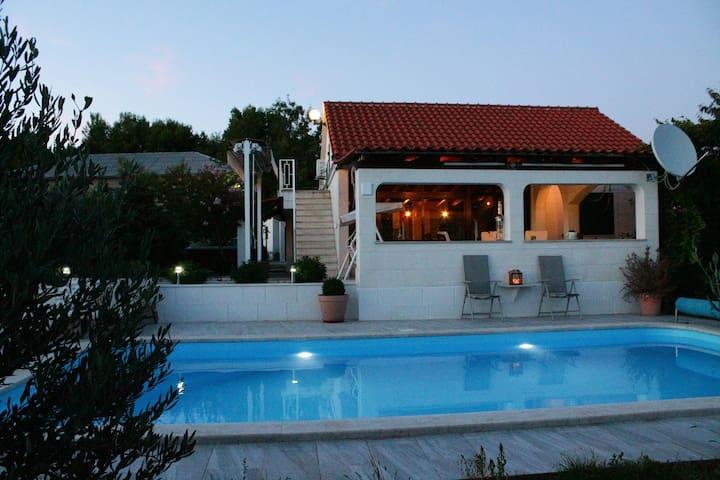 House Marija near Trogir, pool & jacuzzi - Seget Gornji - House