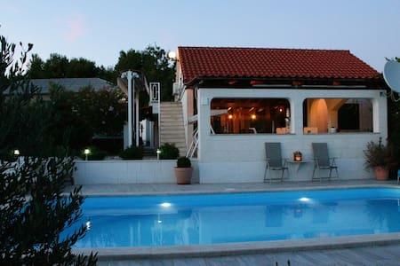 House Marija near Trogir, pool & jacuzzi - Seget Gornji