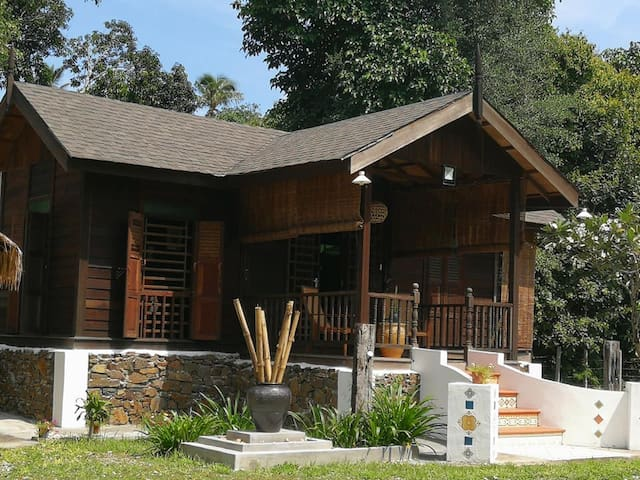 D' Bambusa Vulgaris Lodge - Malay House