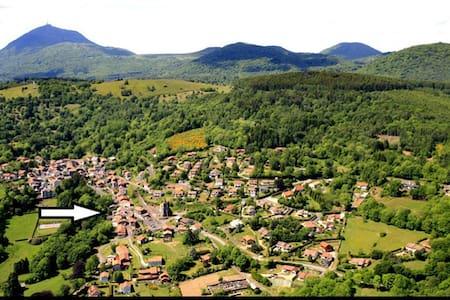 entre le Puy de Dôme et Vulcania - Orcines - Rumah