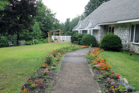 Catskills, NY Bed and Breakfast - Bearsville - Hus