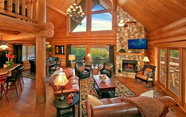 MOUNTAINTOP PARADISE-LUXURY LOG 4/3 - Sevierville