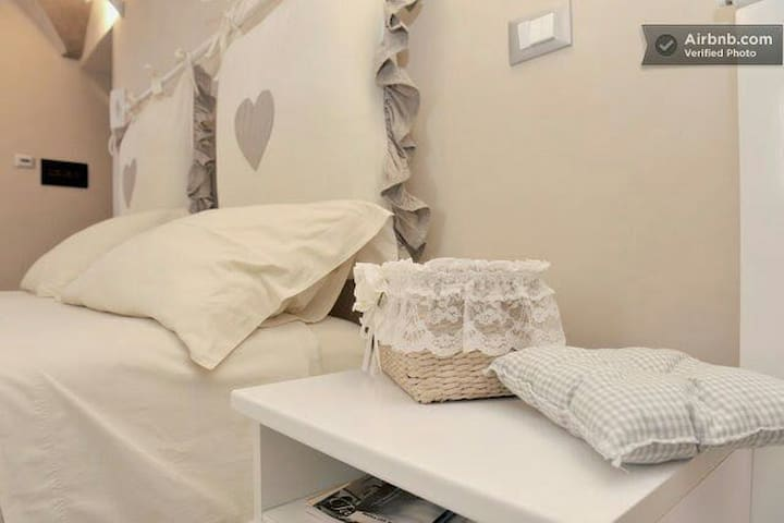 """ROMANTIC ROOM"" in VILLA SEA VIEW! - Sanremo - Penzion (B&B)"