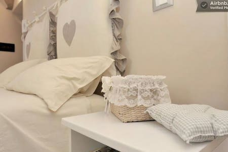 """ROMANTIC ROOM"" in VILLA SEA VIEW! - Sanremo"