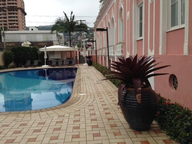 Apartamento em condomínio de luxo c vista p o mar