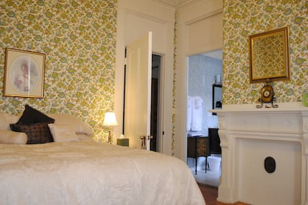 Luxury Room for Two in Downtown - Lewiston - Ház