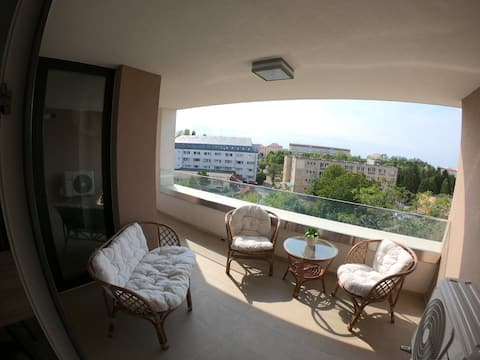 New flat with spacious Sunset terrace + parking