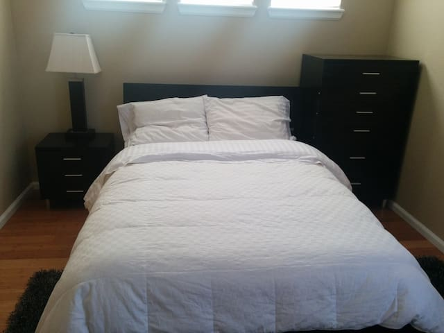 Private Room w/New Queen Bed - Superior - House