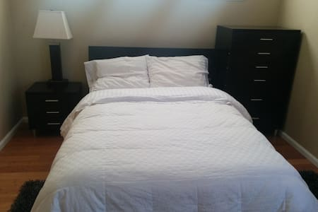 Private Room w/New Queen Bed - Superior