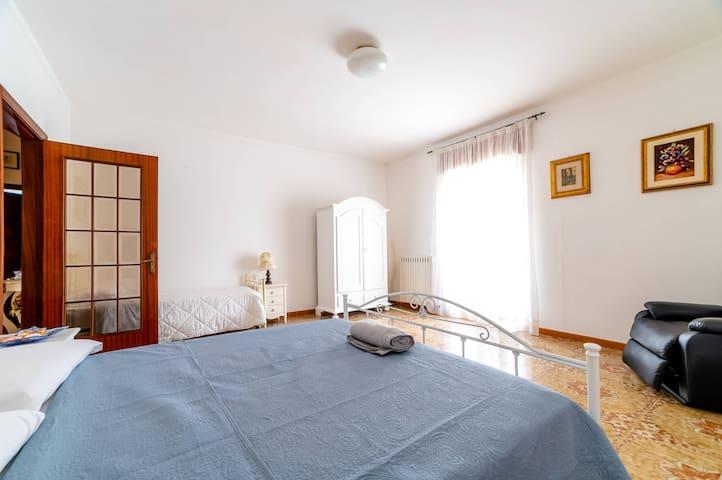 Mare Celeste Apartment, 300m from the bridge of Lama Monachile,aircon,Wi-Fi
