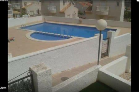 Cosy 3 Bed Family Friendly House - Ciudad Quesada - Villa