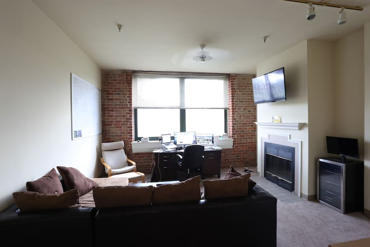 Amazing Top Floor Apartment in Shockoe Bottom! - Ричмонд - Квартира