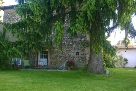 """Gîte """"Maison forte la Mure"""" à Biol - Dům"""