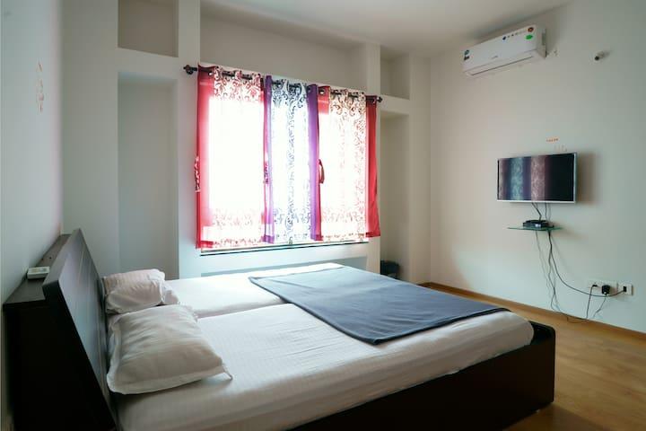 One Room in Blue Ridge Township - Pimpri-Chinchwad - Casa de camp