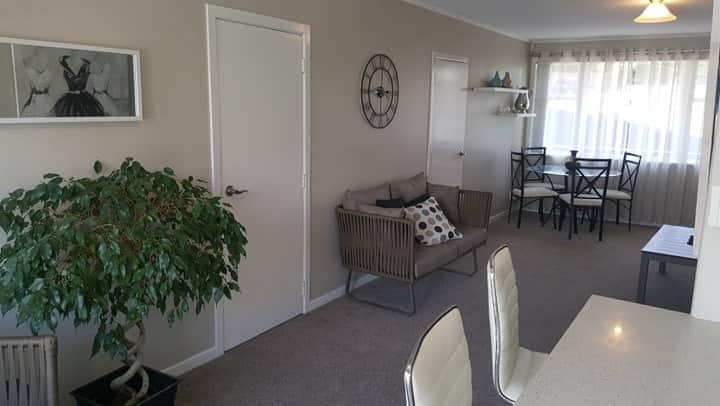 Private Auckland haven, great location