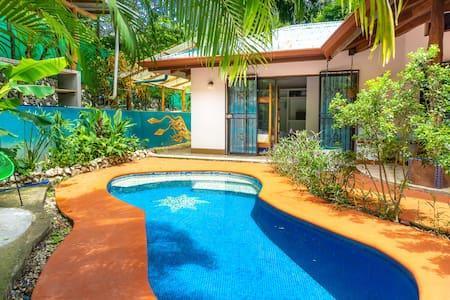 Beautiful Pool, Walk to Three Beaches and Town!