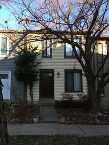 Private room near park and metro - Silver Spring - Townhouse