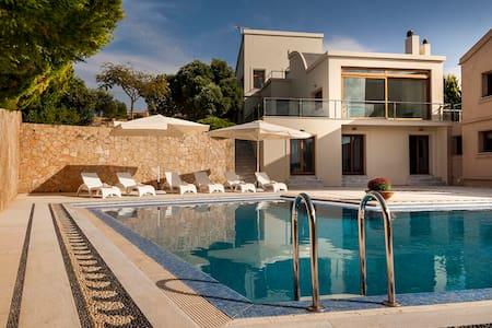 Luxury Villa Angel Close to the Sea & Near Chania. - Kampani