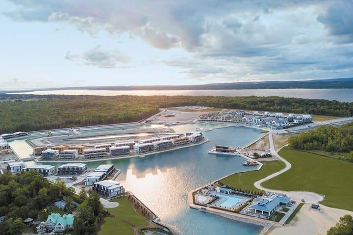 Friday Harbour Resort -2 Bedroom&2 Washroom Condo