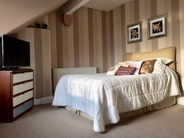 2 Bed Duplex Apartment, Prestwich -  Manchester