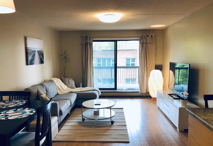 Charming Condo close to MTS  /w Indoor Parking&Gym
