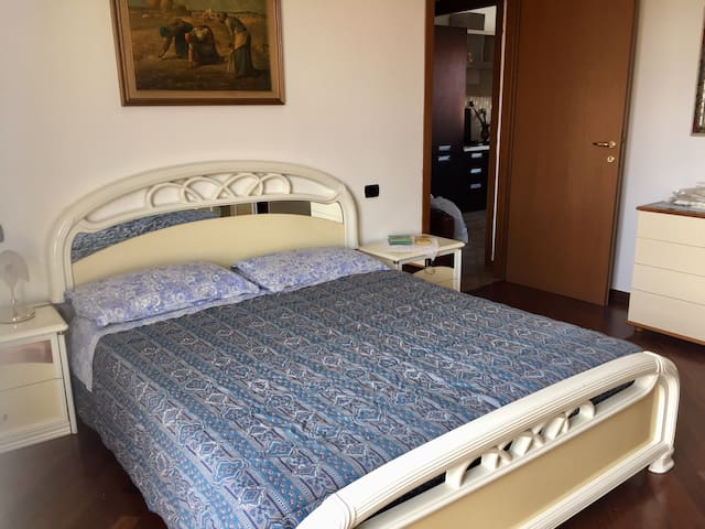 Unique apartment near Milan - Caronno Pertusella - Apartamento