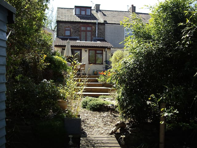 Victorian Cottage above city - Bristol - Talo