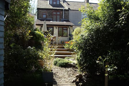 Victorian Cottage above city - Bristol - Talo