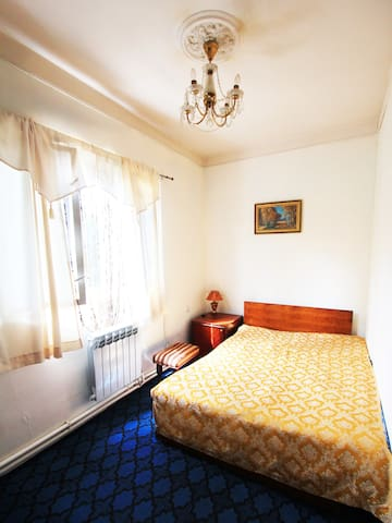 Private room in a cozy guesthouse N1:) - Jerewan - Bed & Breakfast