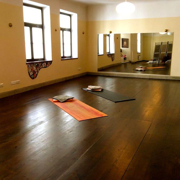 Enough room for morning excercises or hatha yoga