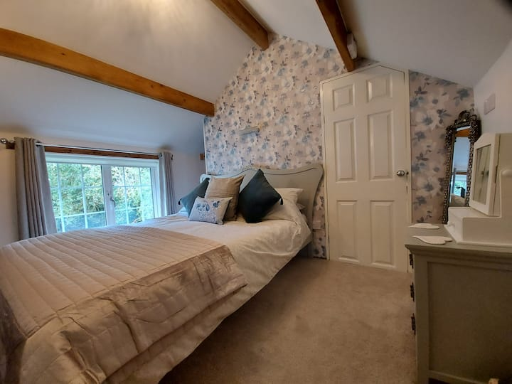 King sized double room - ensuite - garden view