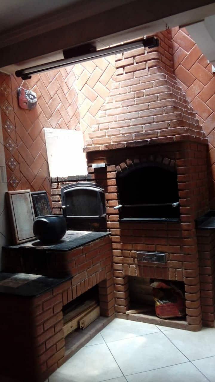 Casa Aconchegante c Churrasqueira e fogão a lenha