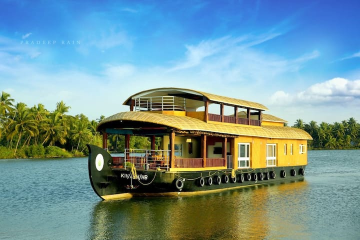 Paithal Valley House Boat. Luxury cruise in kawai.