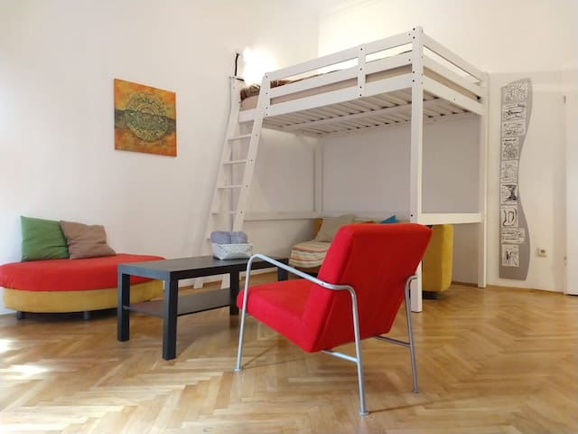 Cosy Room near Train Station